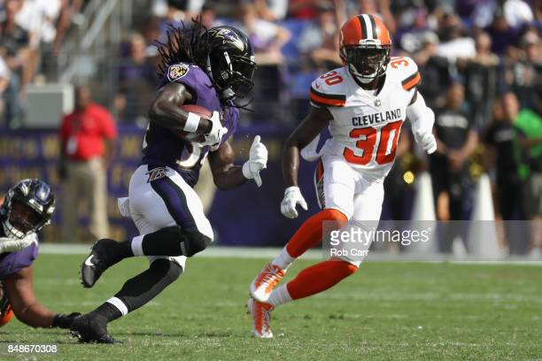 Running back Alex Collins of the Baltimore Ravens carries the ball against the Cleveland Browns at MT Bank Stadium on September 17 2017 in Baltimore...