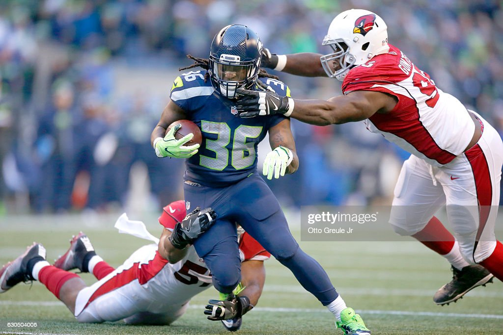 Running back Alex Collins #36 of the Seattle Seahawks rushes against the Arizona Cardinals at CenturyLink Field on December 24, 2016 in Seattle, Washington.