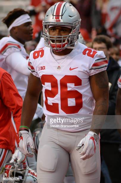 Running back Antonio Williams of the Ohio State Buckeyes warms up before the game against the Nebraska Cornhuskers at Memorial Stadium on October 14...