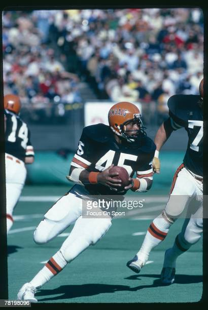 Running back Archie Griffin of the Cincinnati Bengals carries the ball during a circa 1970's NFL game Griffin played for the Bengals from 197682