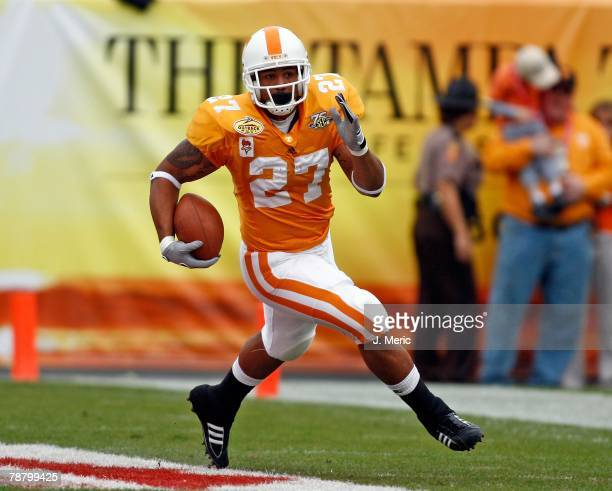 Running back Arian Foster of the Tennessee Volunteers looks for some yards against the Wisconsin Badgers during the game on January 1, 2008 at...