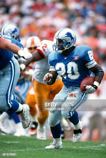 Running back Barry Sanders of the Detroit Lions carries the ball against the Tampa Bay Buccaneers October 2, 1994 during an NFL football game at...