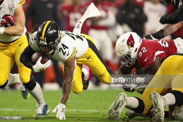Running back Benny Snell Jr #24 of the Pittsburgh Steelers rushes the football past defensive tackle Zach Kerr of the Arizona Cardinals during the...