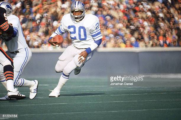 Running back Billy Sims of the Detroit Lions rushes for yards against the Chicago Bears during a NFL game circa December of 1981 at Soldier Field in...