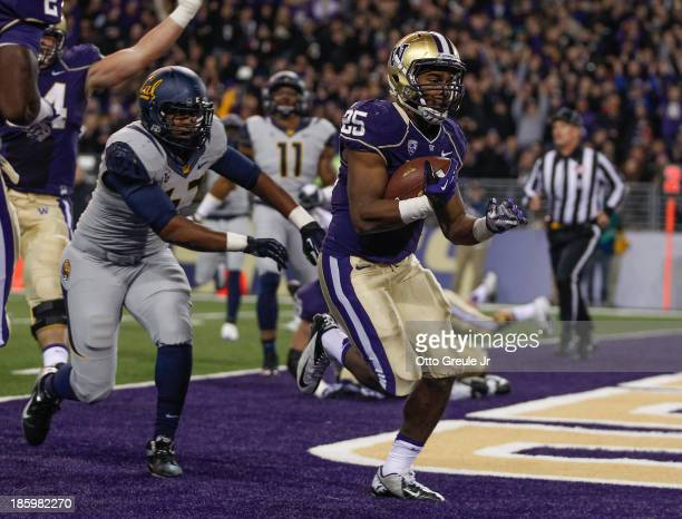 Running back Bishop Sankey of the Washington Huskies rushes for a touchdown against the California Golden Bears on October 26, 2013 at Husky Stadium...