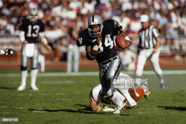 Running back Bo Jackson of Los Angeles Raiders breaks free on the open field against the Cincinnati Bengals defense during the 1990 AFC Divisional...