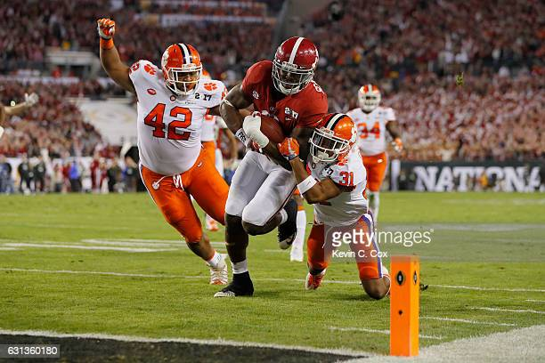 Running back Bo Scarbrough of the Alabama Crimson Tide rushes for a 25-yard touchdown during the first quarter of the 2017 College Football Playoff...