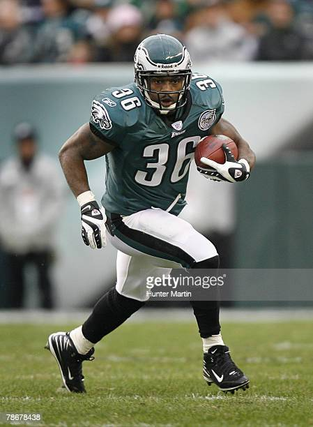 Running back Brian Westbrook of the Philadelphia Eagles carries the ball during a game against the Buffalo Bills on December 30, 2007 at Lincoln...