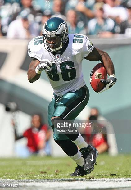 Running back Brian Westbrook of the Philadelphia Eagles carries the ball during a game against the New Orleans Saints on September 20 2009 at Lincoln...