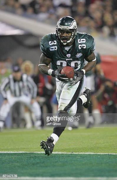 Running back Brian Westbrook of the Philadelphia Eagles caught a 10 yard touchdown reception from quarterback Donovan McNabb against the New England...