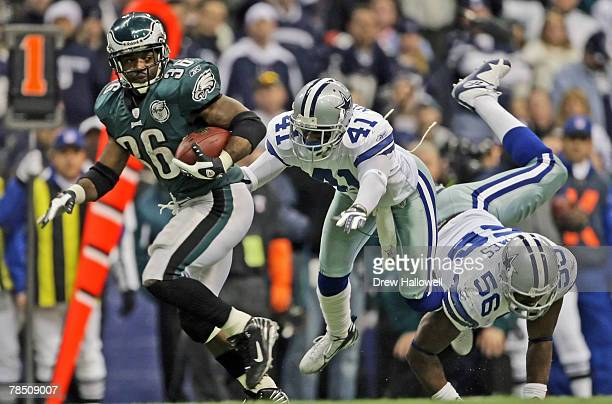 Running back Brian Westbrook of the Philadelphia Eagles outruns cornerback Terence Newman and linebacker Bradie James of the Dallas Cowboys on...