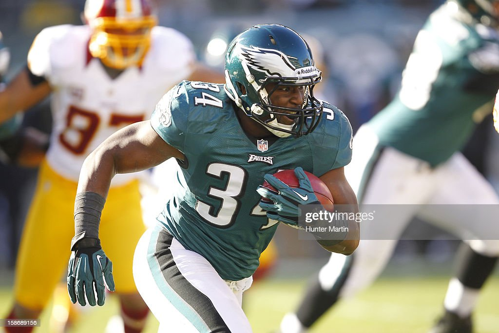 Running back Bryce Brown #34 of the Philadelphia Eagles carries the ball during a game against the Washington Redskins on December 23, 2012 at Lincoln Financial Field in Philadelphia, Pennsylvania. The Redskins won 27-20.