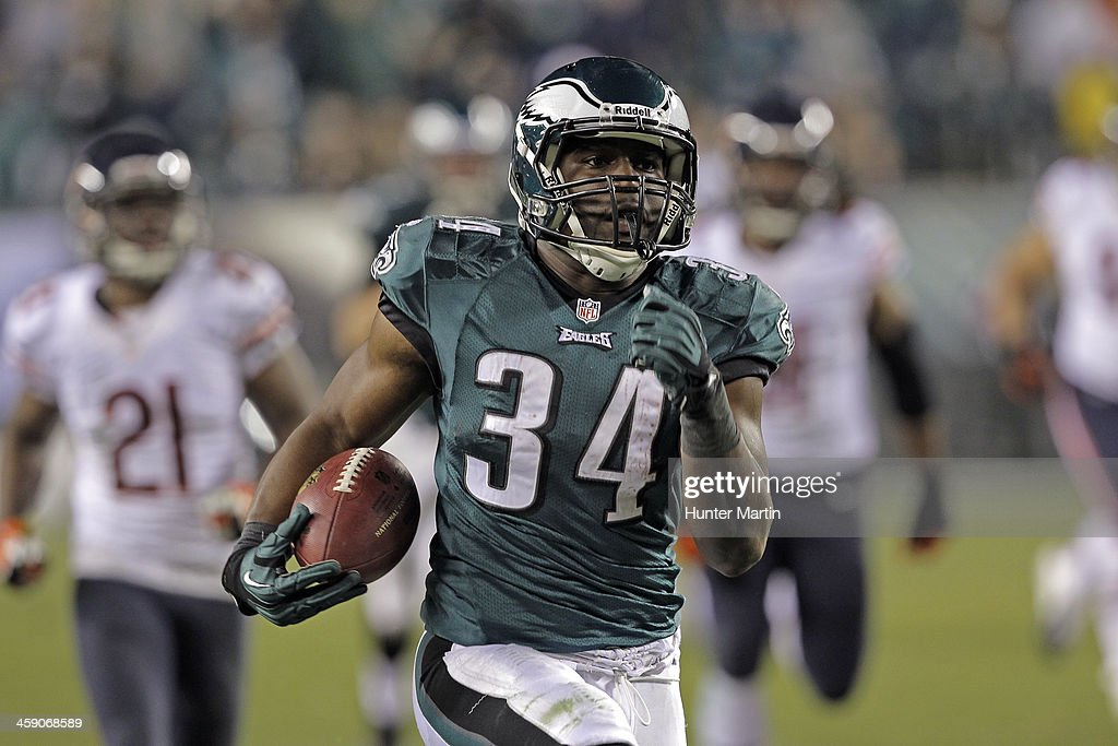 Running back Bryce Brown #34 of the Philadelphia Eagles runs for a touchdown during a game against the Chicago Bears on December 22, 2013 at Lincoln Financial Field in Philadelphia, Pennsylvania. The Eagles won 54-11.