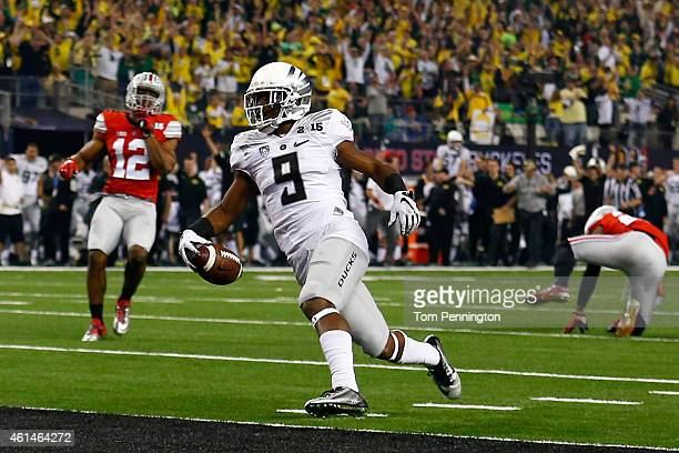 Running back Byron Marshall of the Oregon Ducks scores a 70 yard touchdown in the third quarter against the Ohio State Buckeyes during the College...