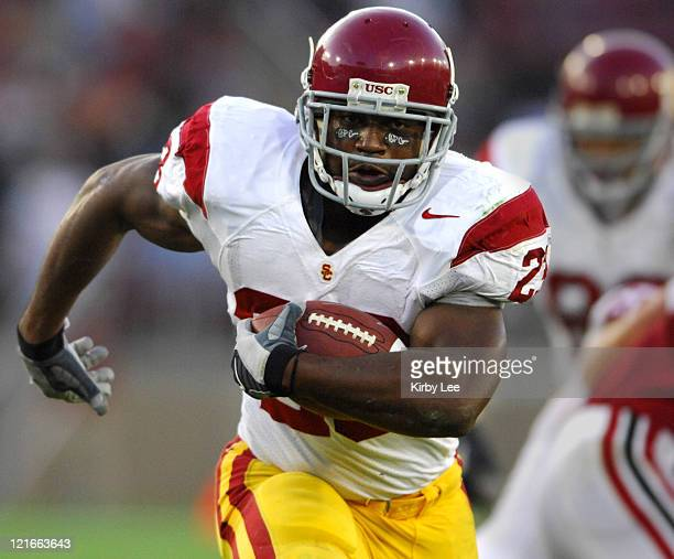 USC running back Chauncey Washington scores on a 15yard touchdown run in the first quarter of 420 victory over Stanford in Pacific10 Conference...