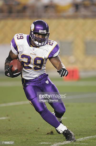 Running back Chester Taylor of the Minnesota Vikings runs the ball during the NFL pre season game against the Pittsburgh Steelers on August 19 2006...