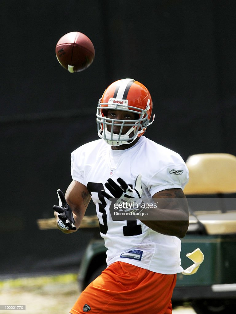 Running back Chris Jennings#34 of the Cleveland Browns catches a pass during the team's organized team activity (OTA) on May 19, 2010 at the Cleveland Browns practice facility in Berea, Ohio.