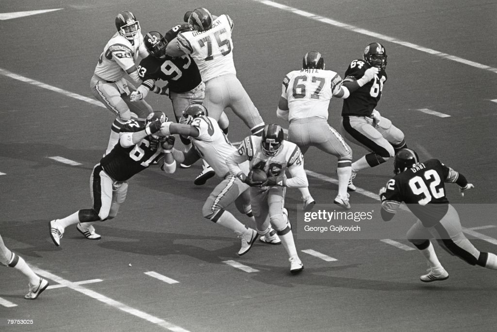 Running Back Chuck Muncie Of The San Diego Chargers Runs