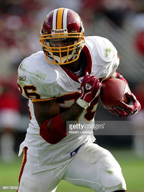 Running back Clinton Portis of the Washington Redskins runs with the ball against the Arizona Cardinals in the first half of the game at Sun Devil...