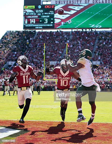 Running back Corey Coleman of the Baylor Bears looks to catch a touchdown pass as safety Steven Parker and safety Quentin Hayes of the Oklahoma...
