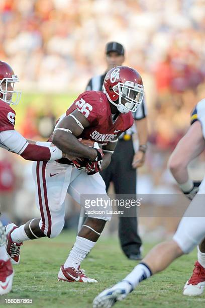Running back Damien Williams of the Oklahoma Sooners runs with the ball during the game against the West Virginia Mountaineers on September 7 2013 at...