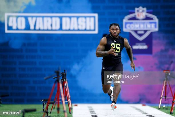 Running back D'Andre Swift of Georgia runs the 40-yard dash during the NFL Combine at Lucas Oil Stadium on February 28, 2020 in Indianapolis, Indiana.