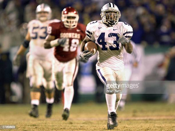 Running back Darren Sproles of the Kansas State Wildcats breaks free for a long gain against the Oklahoma Sooners in the fourth quarter during the...