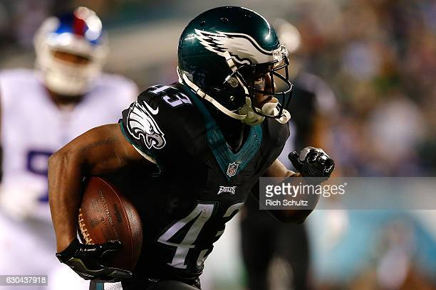 Running back Darren Sproles of the Philadelphia Eagles runs for a 25 yard touchdown against the New York Giants during the first quarter of the game...