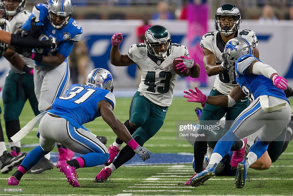 Running back Darren Sproles #43 of the Philadelphia Eagles runs the ball for yardage against the defense of the Detroit Lions during an NFL game at Ford Field on October 9, 2016 in Detroit, Michigan. The Lions defeated the Eagles 24-23.