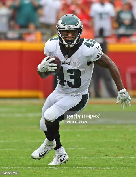 Running back Darren Sproles of the Philadelphia Eagles runs up field against the Kansas City Chiefs during the second half on September 17 2017 at...