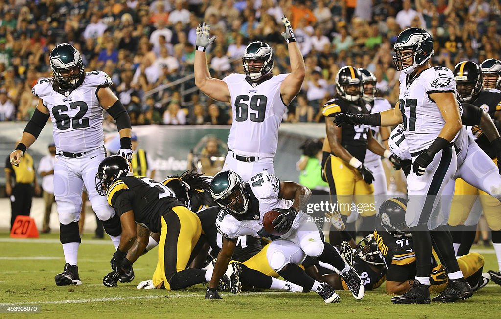 Running back Darren Sproles #43 of the Philadelphia Eagles scores a touchdown in the second quarter to give the Eagles a 14-0 lead against the Pittsburgh Steelers on August 21, 2014 at Lincoln Financial Field in Philadelphia, Pennsylvania.
