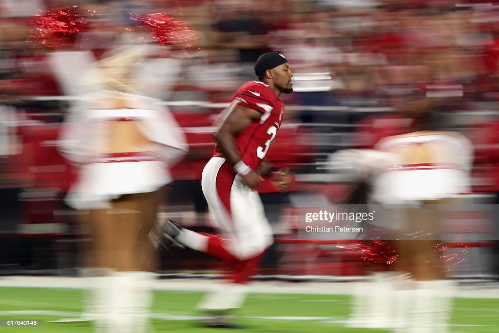 Running back David Johnson #31 of the Arizona Cardinals runs onto the field before the NFL game against the Seattle Seahawks at the University of Phoenix Stadium on October 23, 2016 in Glendale, Arizona.