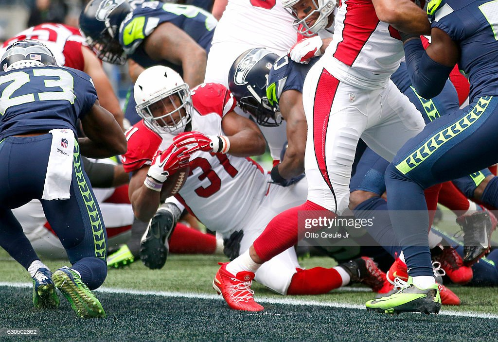 Running back David Johnson #31 of the Arizona Cardinals scores a touchdown against the Seattle Seahawks at CenturyLink Field on December 24, 2016 in Seattle, Washington.