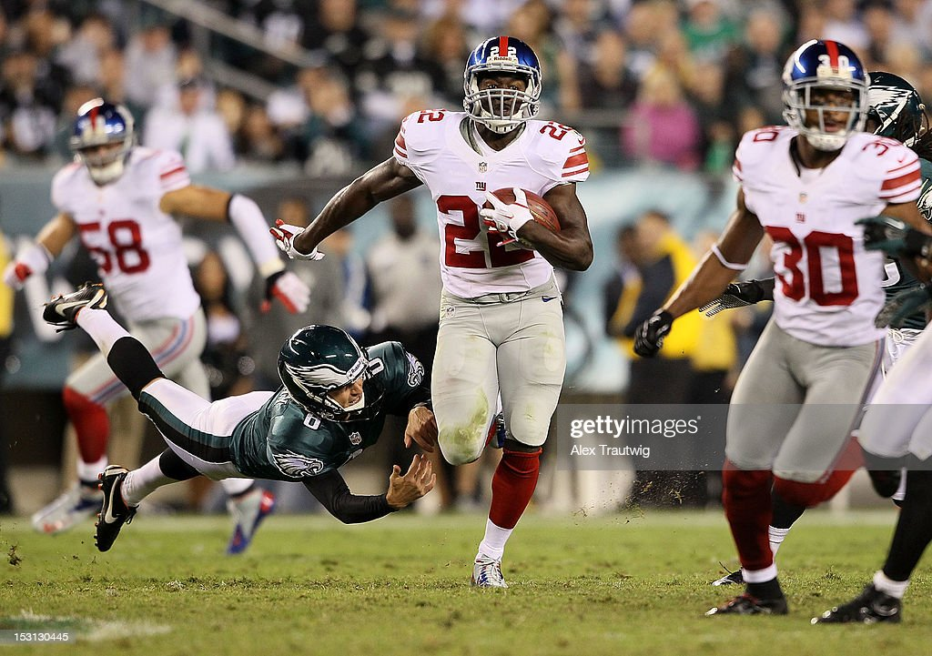 Running back David Wilson #22 of the New York Giants avoids a tackle by kicker Alex Henery #6 of the Philadelphia Eagles at Lincoln Financial Field on September 30, 2012 in Philadelphia, Pennsylvania.