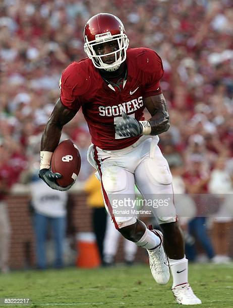 Running back DeMarco Murray of the Oklahoma Sooners during play against the TCU Horned Frogs at Memorial Stadium on September 27, 2008 in Norman,...
