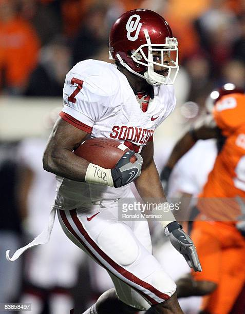Running back DeMarco Murray of the Oklahoma Sooners runs the ball against the Oklahoma State Cowboys at Boone Pickens Stadium on November 29, 2008 in...