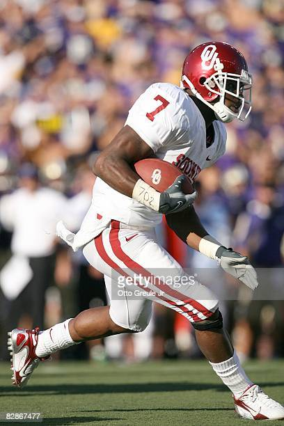 Running back DeMarco Murray of the Oklahoma Sooners runs with the ball during the game against the Washington Huskies on September 13, 2008 at Husky...