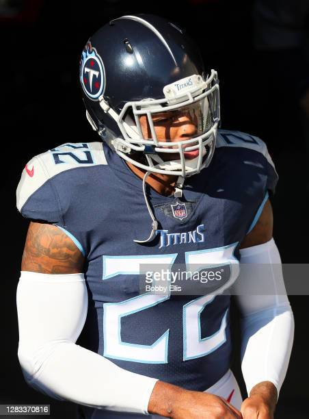 Running back Derrick Henry of the Tennessee Titans takes the field for warm-up before the game against the Cincinnati Bengals at Paul Brown Stadium...