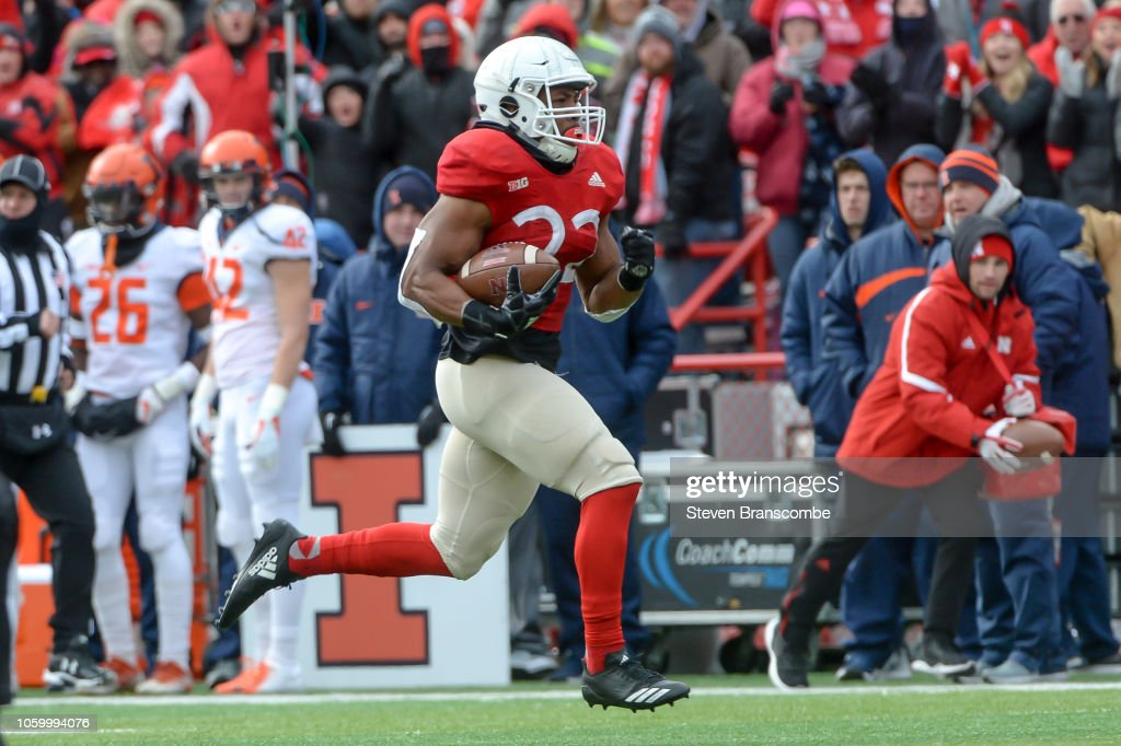 Illinois v Nebraska : News Photo