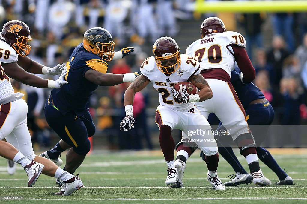 Running Back Devon Spalding #25 of the Central Michigan Chippewas runs the ball against the Toledo Rockets at Glass Bowl on October 22, 2016 in Toledo, Ohio.