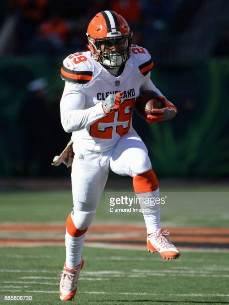 Running back Duke Johnson Jr #29 of the Cleveland Browns carries the ball downfield in the first quarter of a game on November 26 2017 against the...