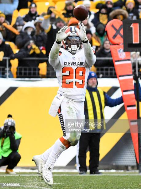 Running back Duke Johnson Jr #29 of the Cleveland Browns catches a pass in the fourth quarter of a game on December 31 2017 against the Pittsburgh...