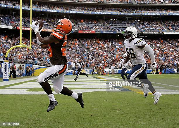 Running back Duke Johnson Jr #29 of the Cleveland Browns catches a touchdown pass in front of Donald Butler of the San Diego Chargers in the second...