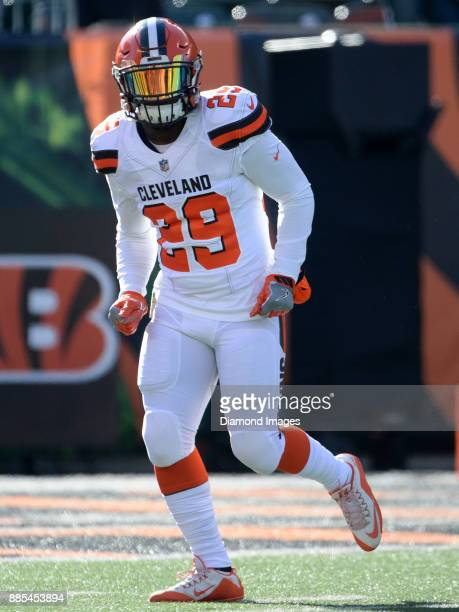 Running back Duke Johnson Jr #29 of the Cleveland Browns runs onto the field prior to a game on November 26 2017 against the Cincinnati Bengals at...