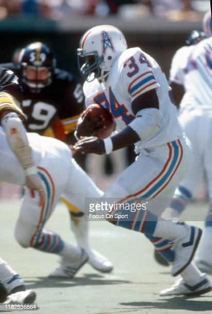 Running back Earl Campbell of the Houston Oilers carries the ball against the Pittsburgh Steelers during an NFL game September 7 1980 at Three Rivers...