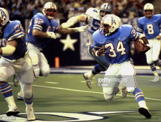 Running back Earl Campbell of the Houston Oilers looks for room to run in a 31 to 34 preseason loss to the Dallas Cowboys on