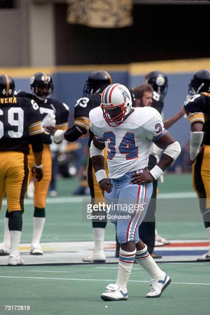 Running back Earl Campbell of the Houston Oilers on the field during a game against the Pittsburgh Steelers at Three Rivers Stadium circa 1980 in...