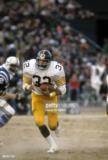 Running back Franco Harris of the Pittsburgh Steelers plays carries the ball against the Baltimore Colts December 19 1976 during the NFL/AFC...