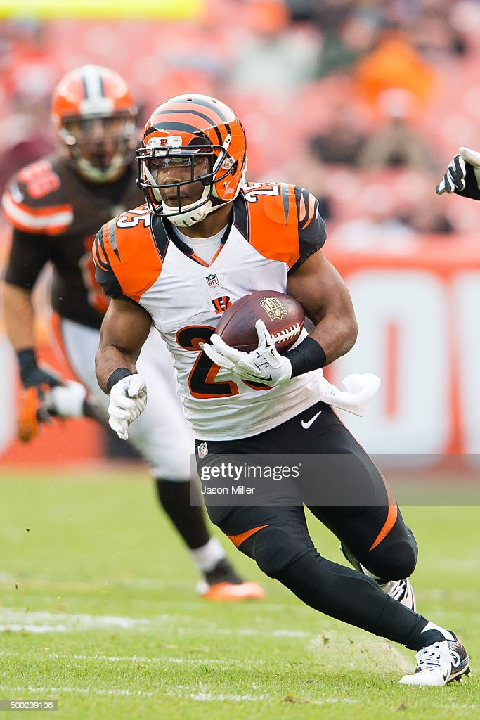 Running back Giovani Bernard #25 of the Cincinnati Bengals runs for a gain during the second half against the Cleveland Browns at FirstEnergy Stadium on December 6, 2015 in Cleveland, Ohio. The Bengals defeated the Browns 37-3.
