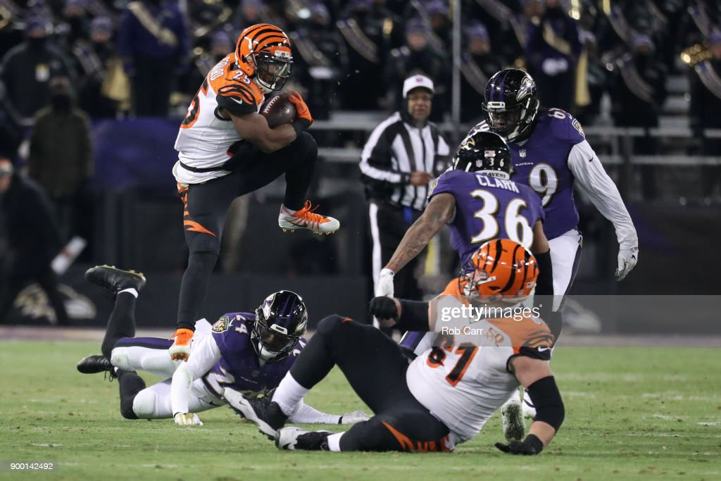 Running back Giovani Bernard #25 of the Cincinnati Bengals runs with the ball in the fourth quarter against the Baltimore Ravens at M&T Bank Stadium on December 31, 2017 in Baltimore, Maryland.